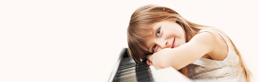 a little girl with hẻ piano - illustrative image of playground sessions vs piano marvel